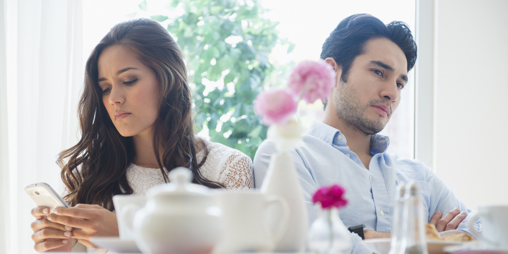 is-phone-phubbing-destroying-your-relationship