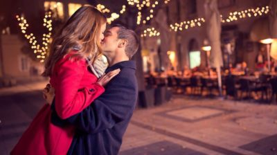 The Body Language of Kissing – 9 Signs They Want To Kiss You