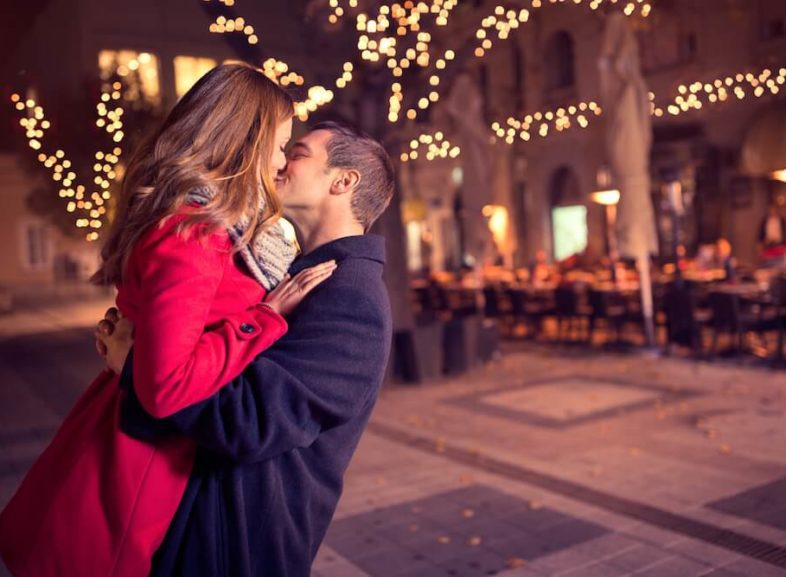 The Body Language of Kissing - 9 Signs they want to kiss you right now.